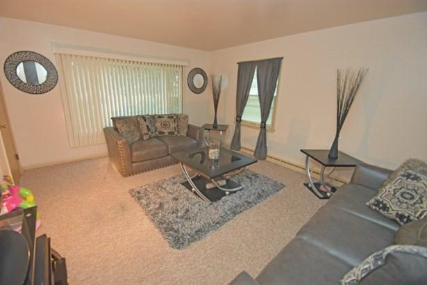 Main Floor Living Room (photo 5)