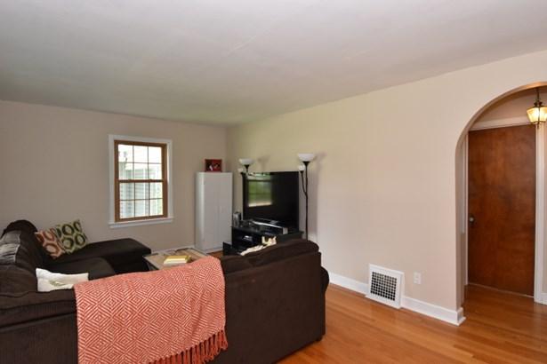 Living Room w/HWFs (photo 5)