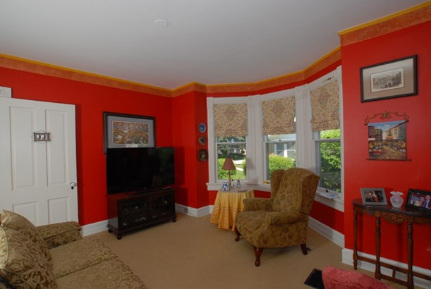 Large windows with great views (photo 5)
