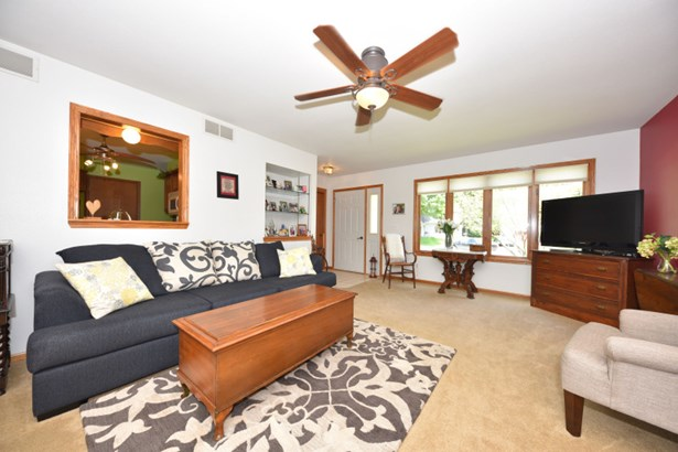Cozy living room (photo 2)