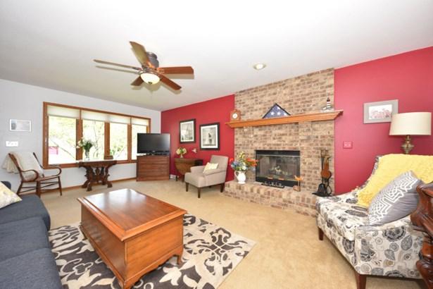 Brick gas fireplace (photo 3)