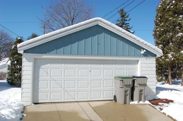 2 car garage (photo 2)