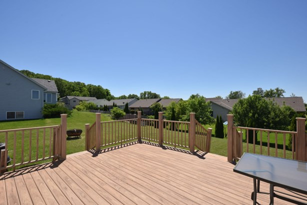 Low Maintenance Deck (photo 5)