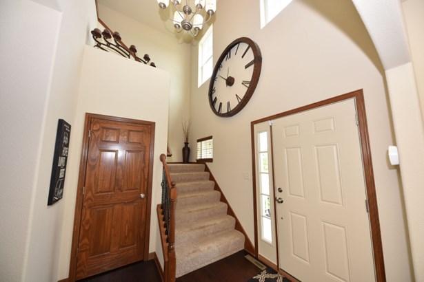 Impressive Foyer (photo 3)