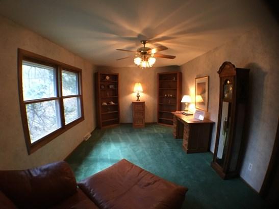 Upper Master Bedroom (photo 3)