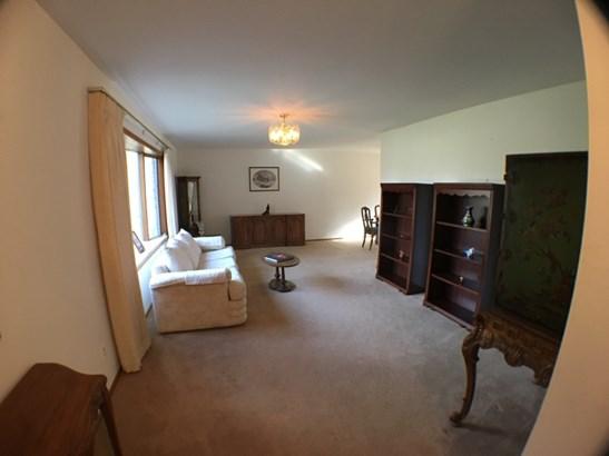 Main Floor Living Room (photo 4)