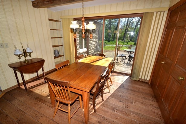 Dining Area in Kitchen (photo 4)