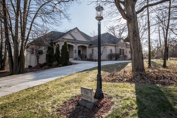 Curb appeal with circle drive
