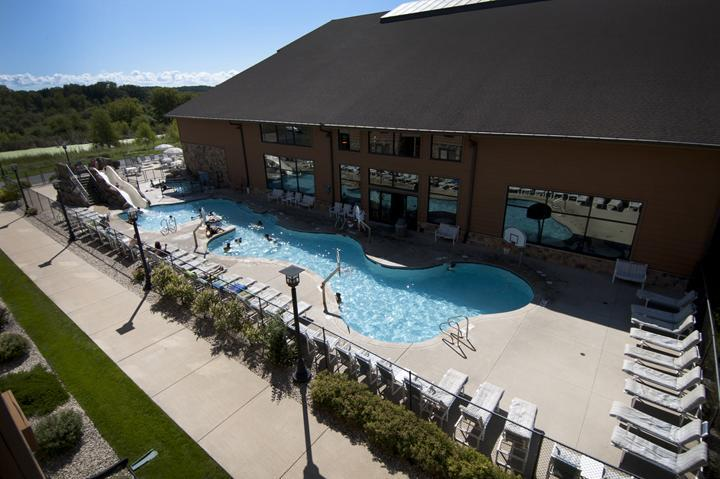 Outdoor pool (photo 5)
