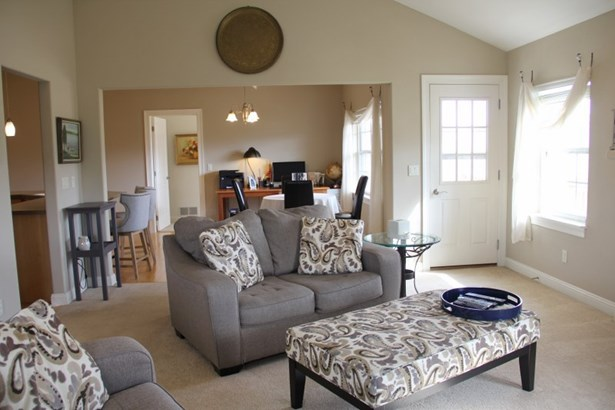 Spacious Living room area (photo 2)