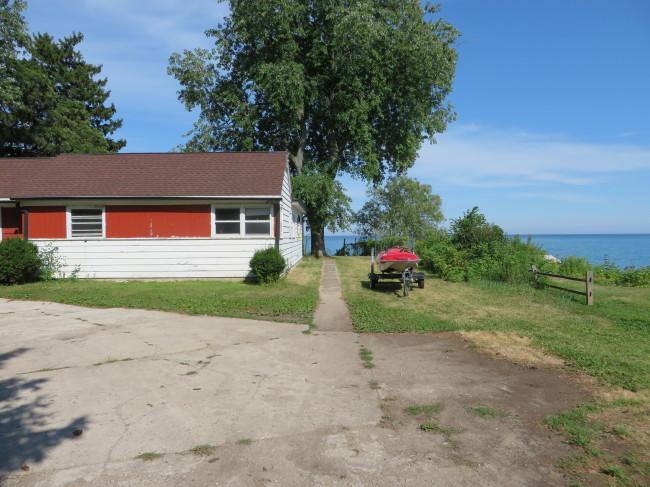 Walkway to back yard (photo 3)