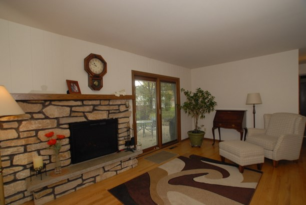 Family room view 2 (photo 5)