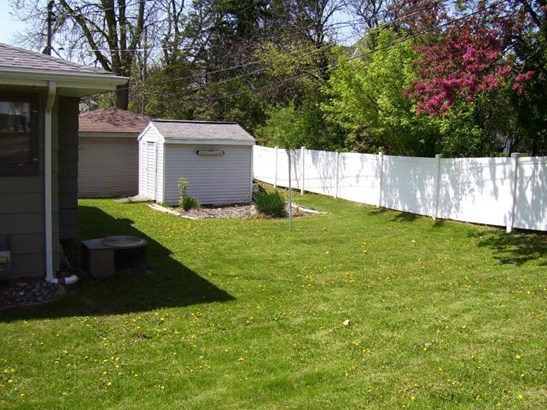 Backyard (photo 3)