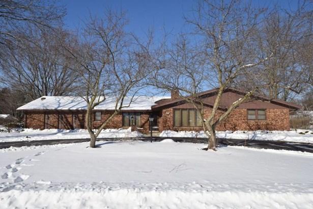 All Brick Ranch w/Circle Drive (photo 1)