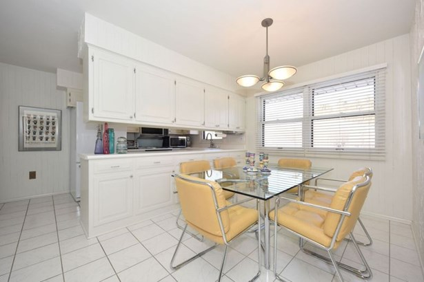 Large White Kitchen (photo 3)
