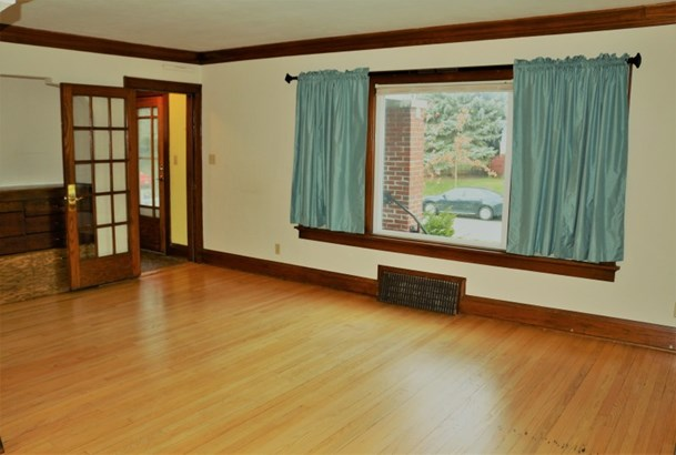 Expansive Living Room (photo 2)