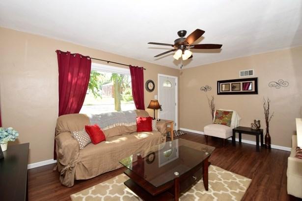 Living Room 2 (photo 4)