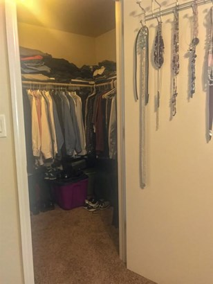 Walk in closet (photo 5)