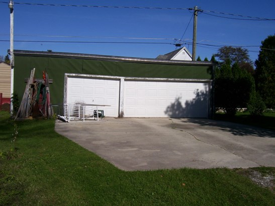 Residential Lot - 3 Car Garage