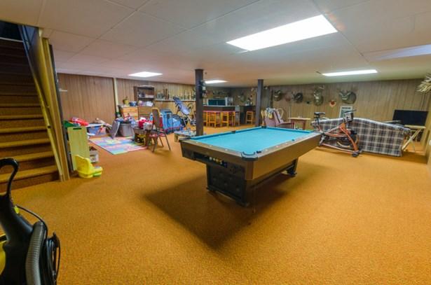 room to entertain (photo 4)