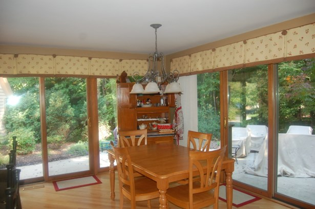 kitchen opens to dinette (photo 5)