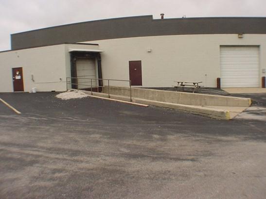 Loading dock & truck doors (photo 4)