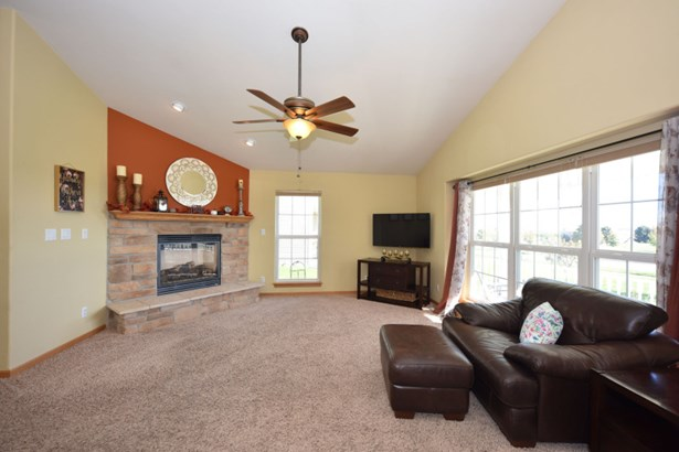 Vaulted Ceiling & Cozy Gas FP (photo 5)