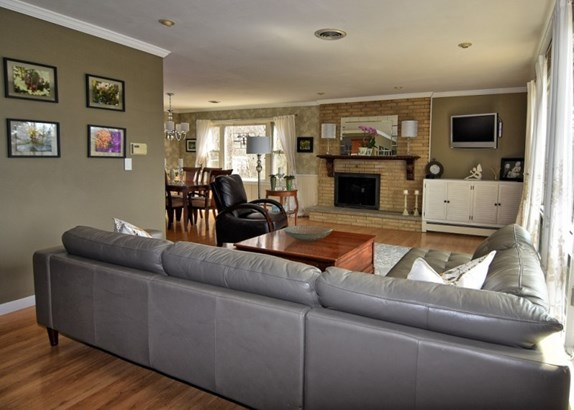 Living room w/natural fireplac (photo 2)