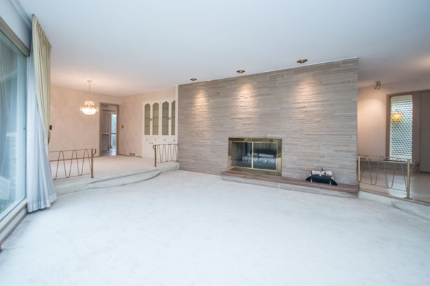 Family Room/Two-way Fireplace (photo 2)