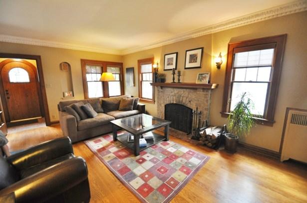 w/ Fireplace (photo 2)
