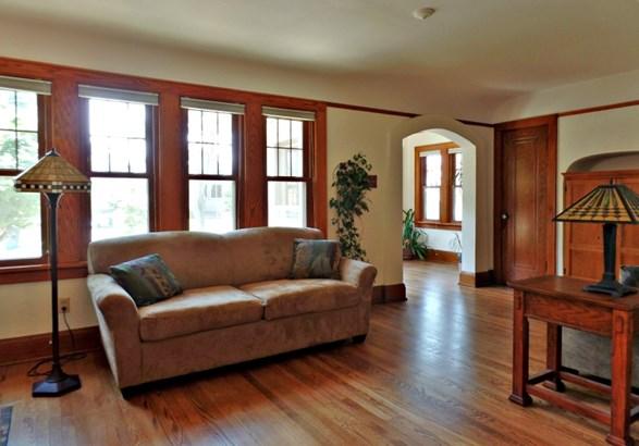 Gleaming Hardwood Flooring (photo 5)