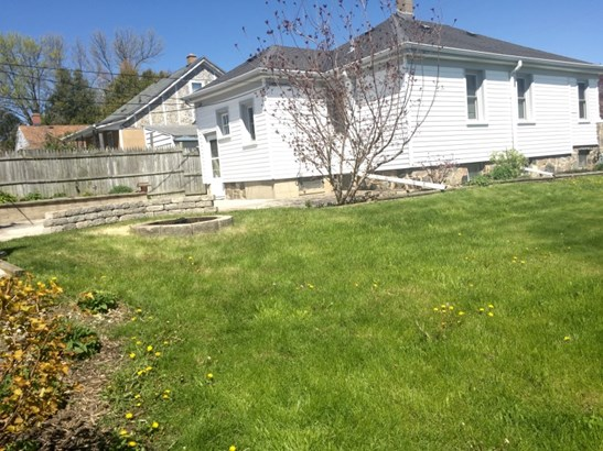 Situated on a great double lot (photo 2)