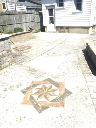 great custom stamped patio (photo 5)