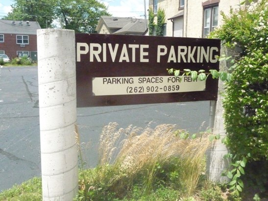 Private Parking available (photo 3)