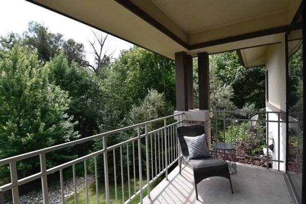 Private Balcony (photo 2)