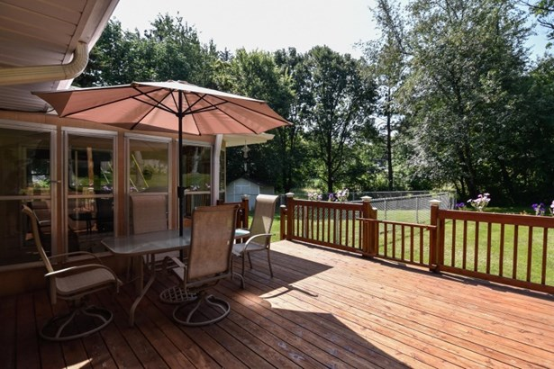 Deck & Screened in Porch (photo 2)