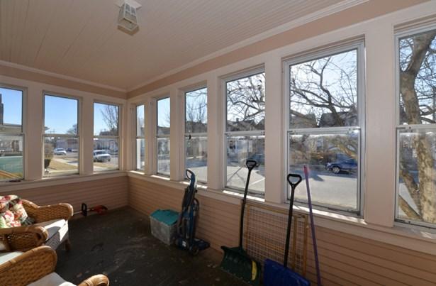 Enclosed porch (photo 2)
