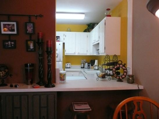 Kitchen Counter (photo 5)