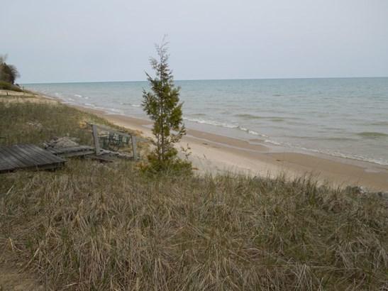 Lake Frontage (photo 1)