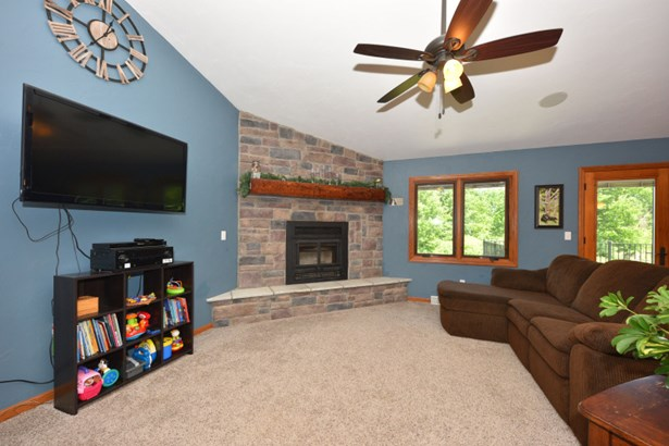 2 natural fireplaces (photo 4)