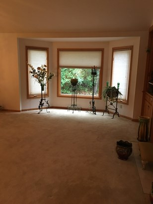 Huge dining room space (photo 4)