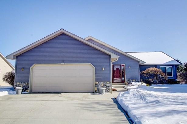 Nice Sized Garage (photo 2)