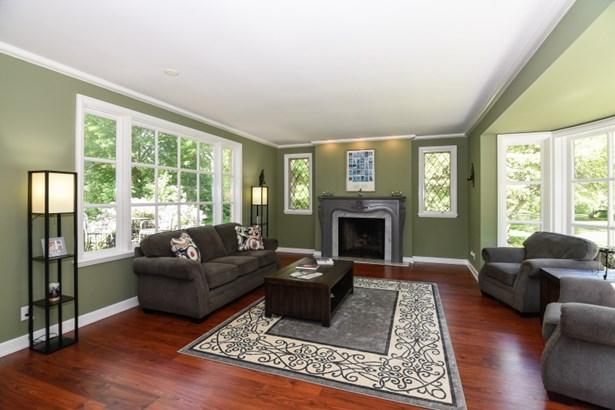 Living Room w/Fireplace (photo 5)