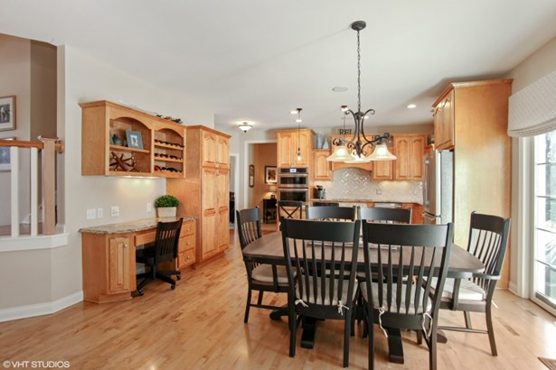 Kitchen Dinette (photo 5)