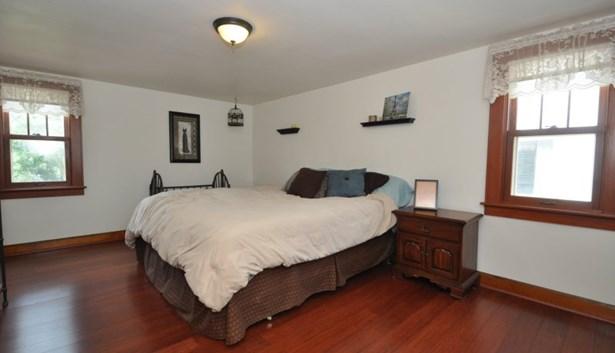 HUGE master bedroom (photo 5)