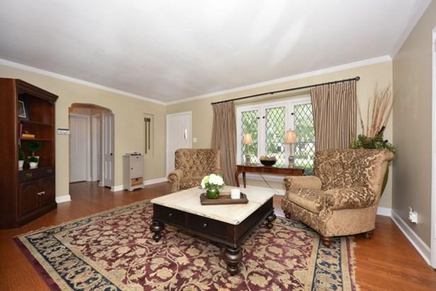 Living Room, Leaded Windows (photo 2)