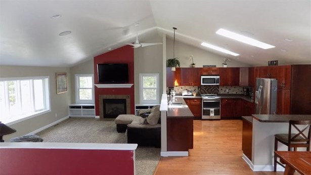 Kitchen/Living room (photo 5)