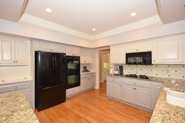 Spacious Kitchen (photo 5)