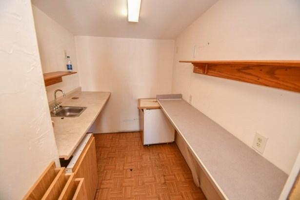 Sink (photo 5)