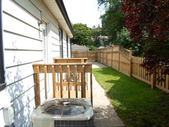 Fenced in Yard (photo 2)